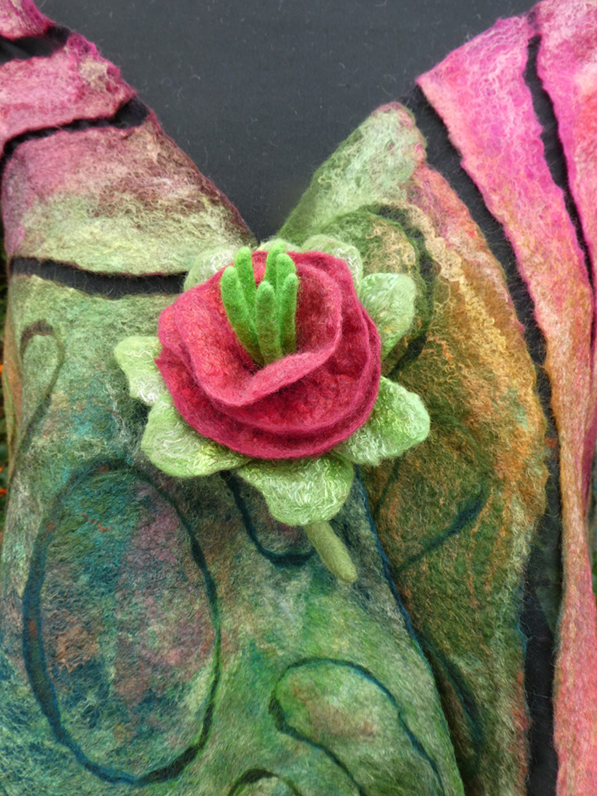 Yvonne Le Mare – Red-Green Corsage